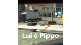Lui è Pippo lavora al circo e vive in un parcheggio