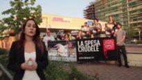 Attivisti di Animal Equality Italia protestano davanti a Eurospin
